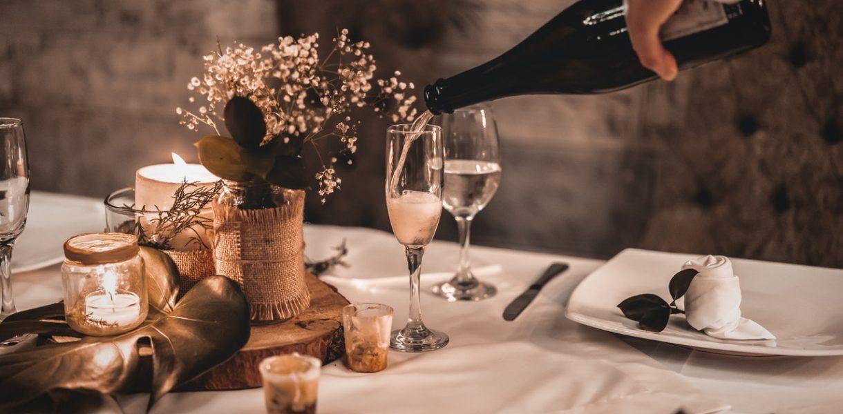 vin pétillant table serveur